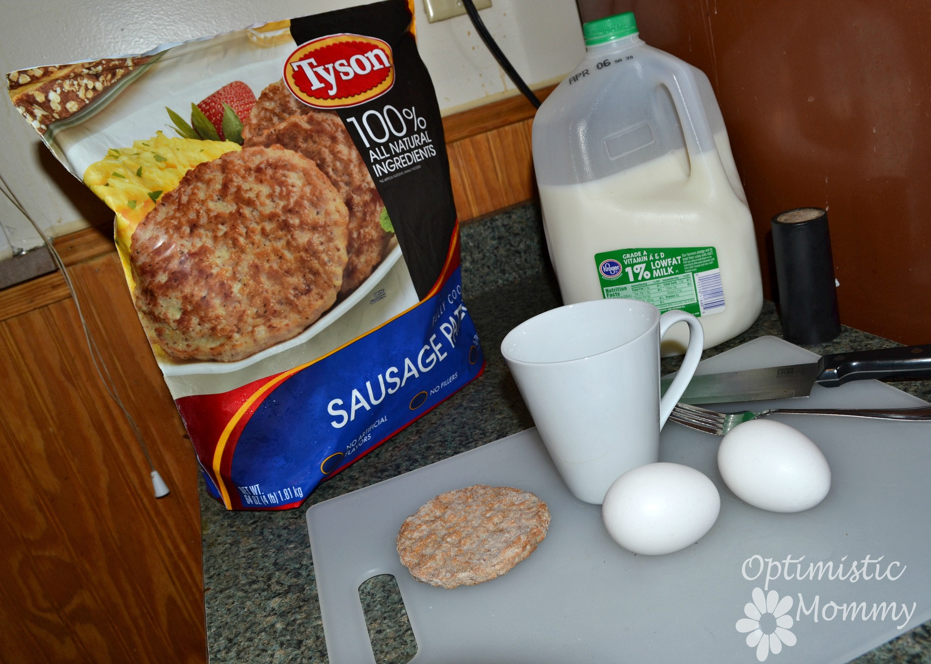 Super Simple Egg and Sausage Mug with Tyson Fully Cooked Sausage Recipe Prep #DoItAllMom #cbias