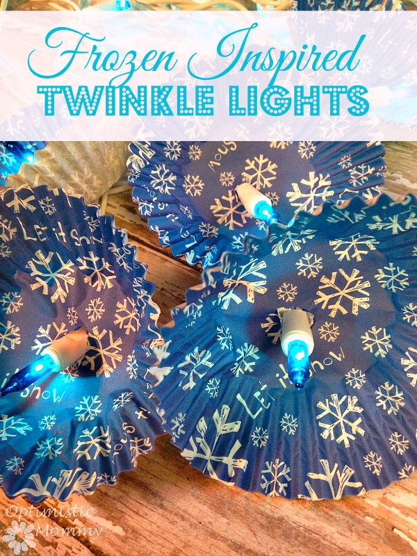 These Frozen Inspired Twinkle Lights can be made in just minutes!  Perfect for the holidays or a Frozen themed party! | Optimistic Mommy