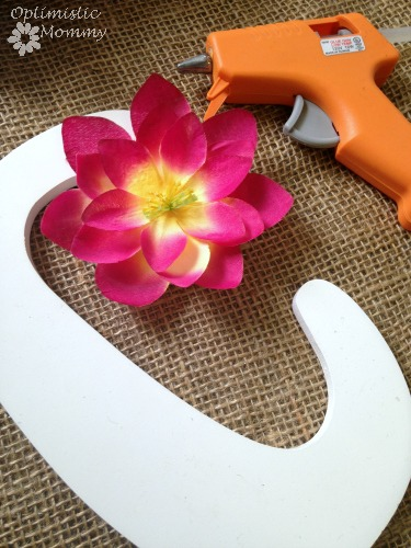 Flower Initial Door Hanger: Dress up your little girl's room when you give this flower initial door hanger a try. It is the perfect way to add a pop of color as well as personalization to any child's room or play space. | Optimistic Mommy