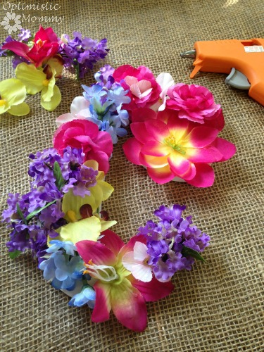 Flower Initial Door Hanger: Dress up your little girl's room when you give this flower initial door hanger a try. It is the perfect way to add a pop of color as well as personalization to any child's room or play space.   Optimistic Mommy