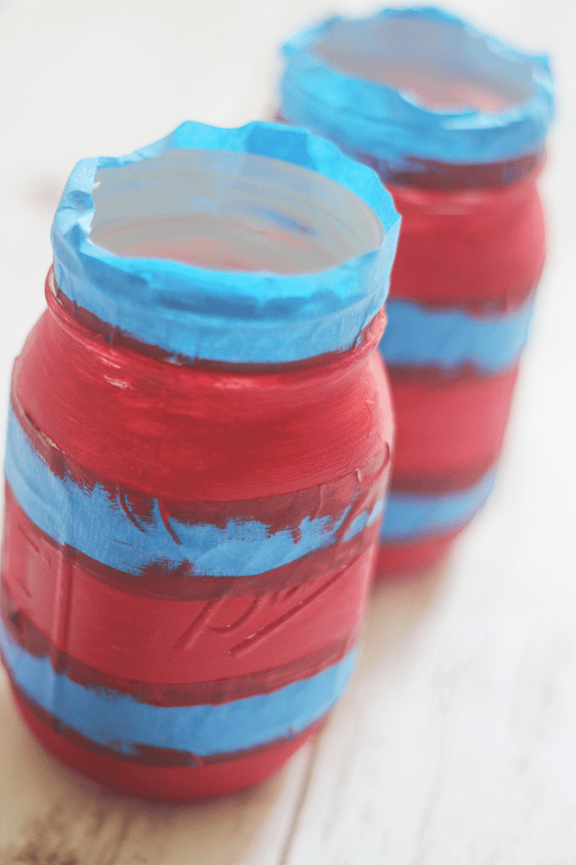 4th of July approaching I felt a craft to match was needed. These DIY Patriotic Mason Jars are the perfect craft for 4th of July, & they are a lot of fun.