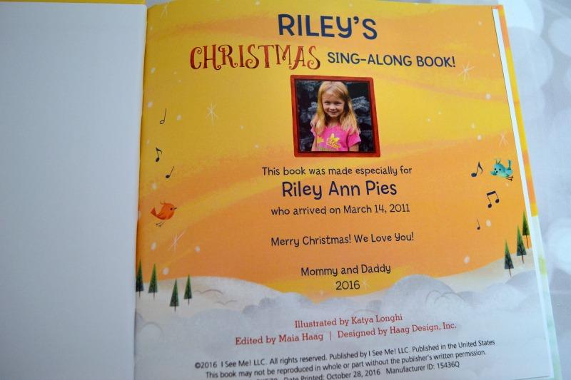 i-see-me-rileys-christmas-sing-along-book-02