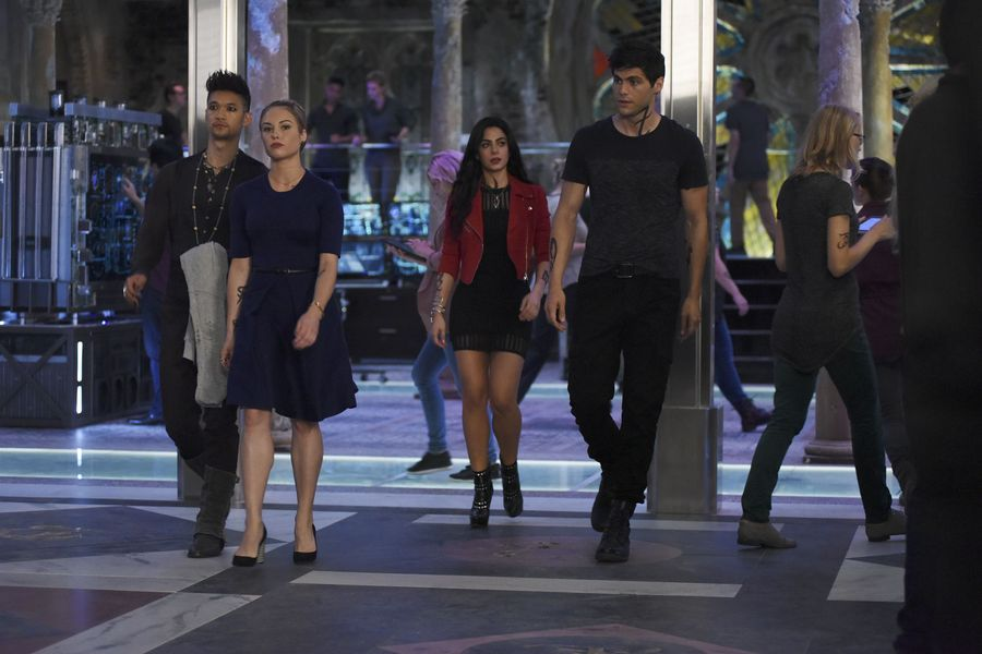 "SHADOWHUNTERS – ""The Guilty Blood"" – Freeform's hit original series ""Shadowhunters"" returns on Monday, January 2 at 8pm ET/PT. (Freeform/John Medland) HARRY SHUM JR., STEPHANIE BENNETT, EMERAUDE TOUBIA, MATTHEW DADDARIO"