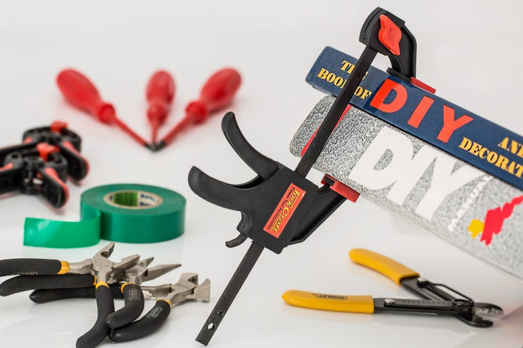 Women Can Fix Things Too: Top Tips and Tools for DIY Home Repairs and Projects