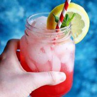 Refreshing Sparkling Raspberry Lemonade with Honey and Mint