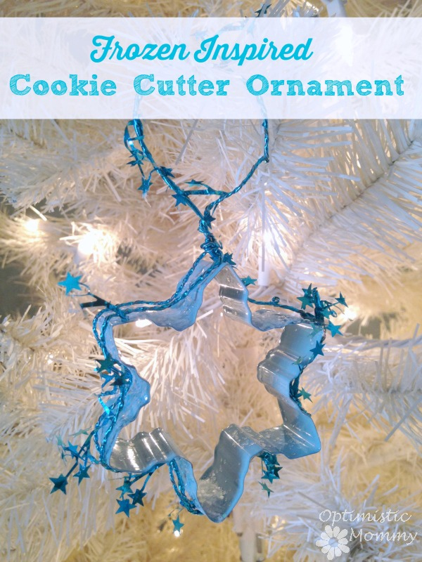 Frozen Inspired Cookie Cutter Ornament: Take a peek below at how we combined the fun of the holiday season  with our love of Frozen to come up with the perfect Frozen inspired ornament. | Optimistic Mommy
