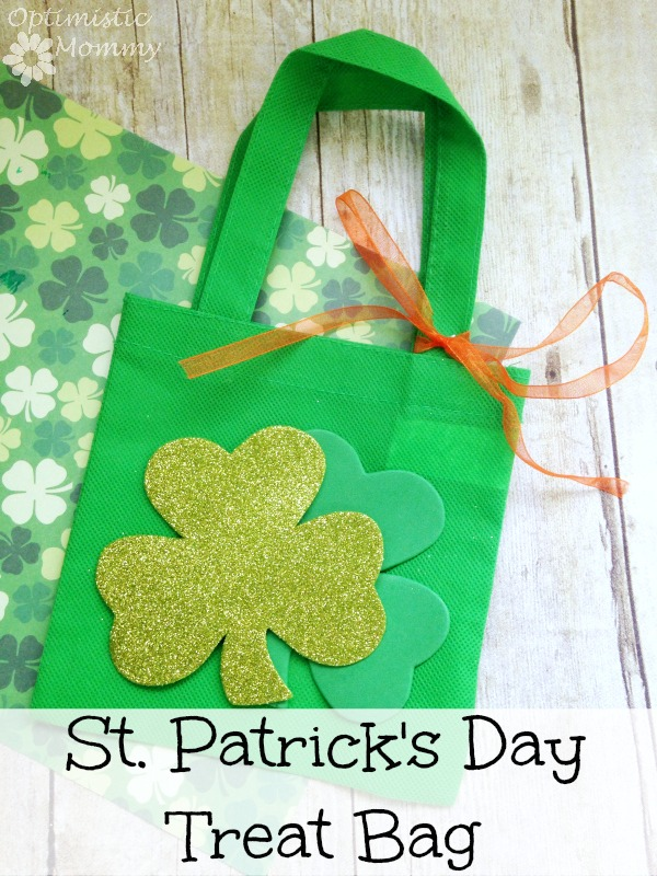 St. Patrick's Day Treat Bag: Are you planning on hosting a St. Patrick's Day bash this year? If so, take a look at this easy and super inexpensive St. Patrick's Day treat bag! You can make you own using just a few dollars worth of Dollar Tree supplies, and when finished you can stuff the bag with candy, gold coins, or whatever else you please. | Optimistic Mommy