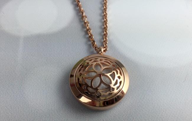 Fine Line Living Essential Oil Necklace Circle Flower