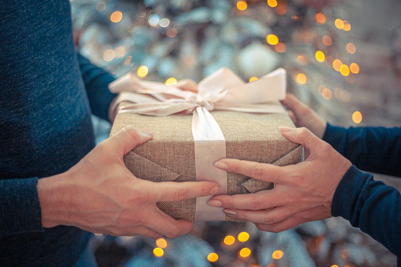 8 Holiday Gift Ideas for Moms - Optimistic Mommy