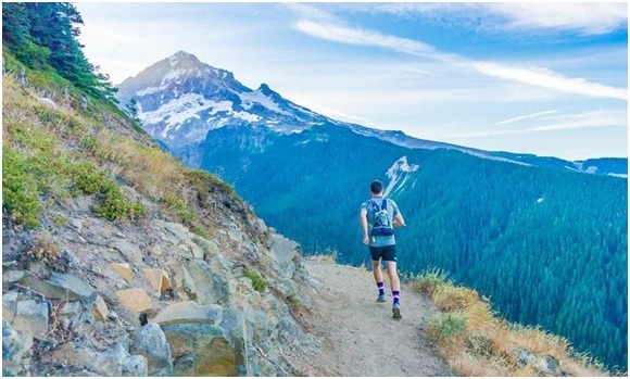 men trail running