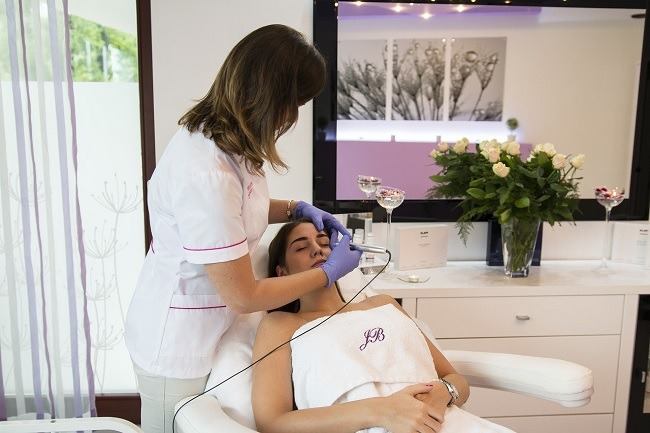 beauty treatment ongoing in salon
