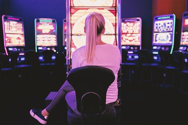 women betting on game