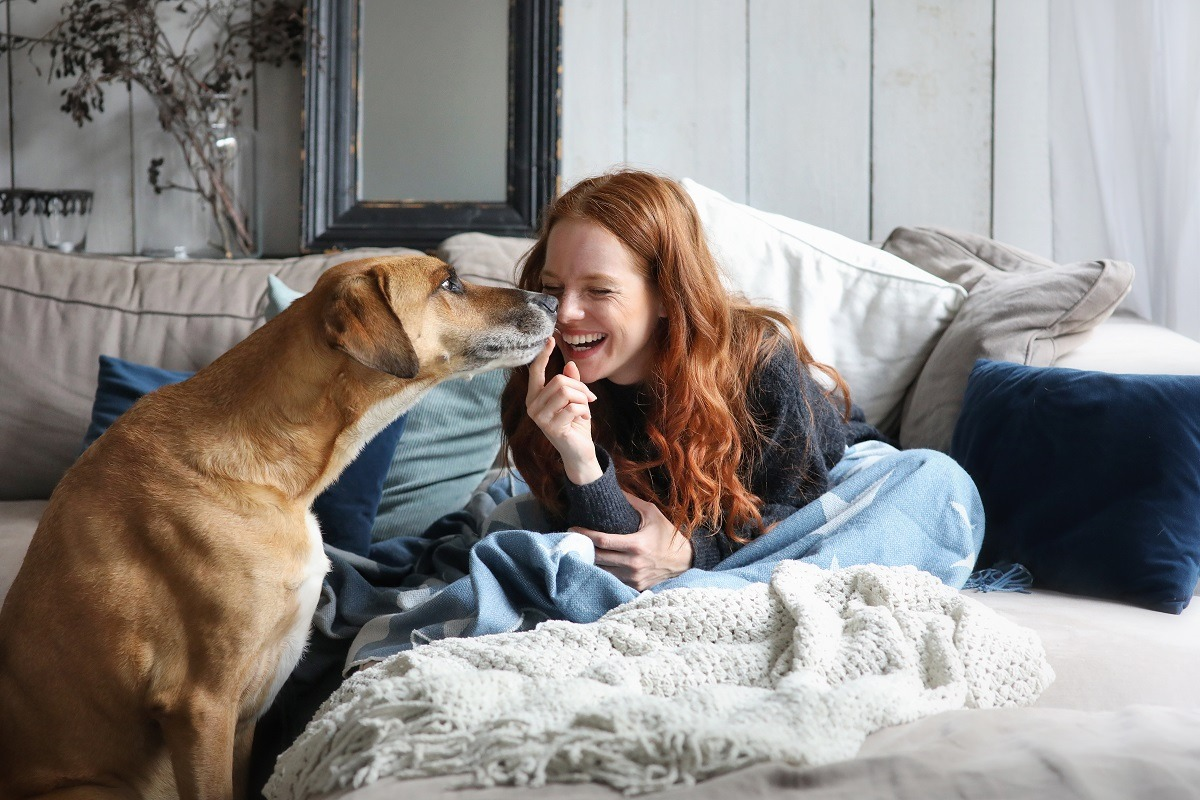 women plaing with dog in the morning
